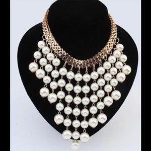 Stimulated pearl necklace with gold tone chain